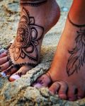 Tattoo henna on feet
