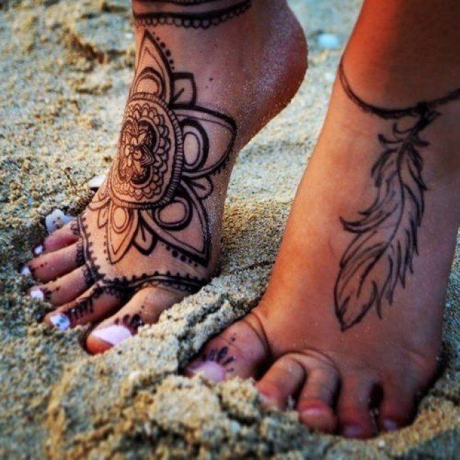 Tattoo henna on feet